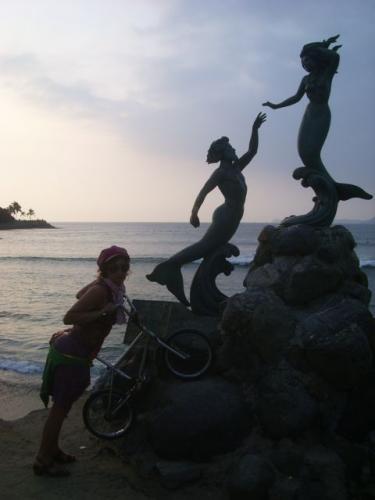 Statue in Playa de Navidad